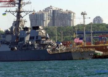 المدمرة الصاروخية الأمريكية يو إس إس روس تدخل ميناء أوديسا