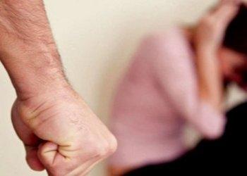 أب يضرب ابنته حتى الموت بسبب علاماتها