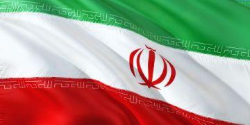 تحطمت طائرة تحمل صناديق اقتراع في إيران.