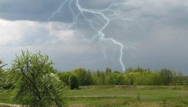 العاصفة تتسبب في قطع الكهرباء عن 99 منطقة في ثماني مقاطعات