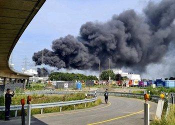 فقد خمسة أشخاص بعد انفجار هز موقع كيماويات ألماني