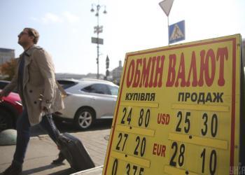 في أوكرانيا، بدأ سعر الدولار في الانخفاض