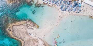قبرص تشدد إجراءات الدخول على السياح الأوكرانيين