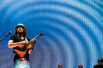 Ukulele player Jason Mraz
