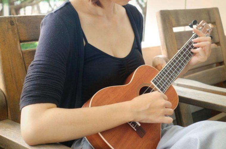 woman strumming ukulele