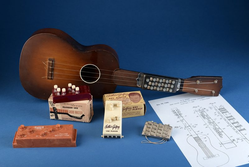 Automatic chord-playing devices for ukes