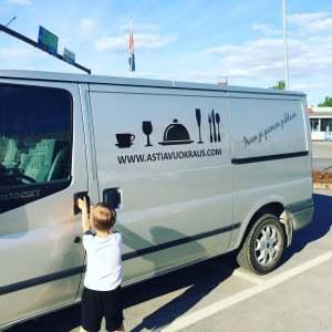Muuttoon ja remonttitarvikkeiden hankintaan tarvitaan kunnon pakettiauto.