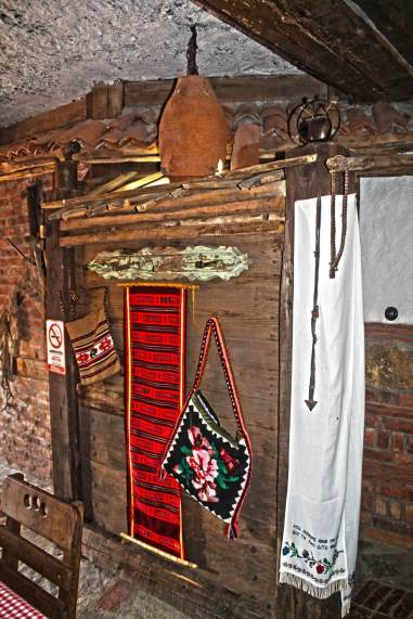 Etno-kuca-Gracanica-enterier-serbian-old-house