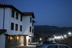 hotel-ulpiana-parking-space