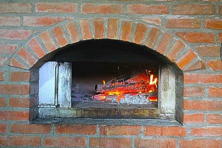restaurant-etno-kuca-gracanica-fireplace