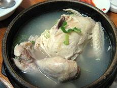 230px-korean_chicken_soup-samgyetang-01