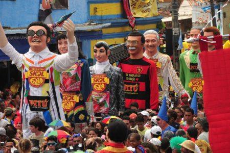 Carisma que é, Zé do Rádio virou boneco gigante no Carnaval de Olinda em 2013 (Foto: Felipe Ferreira/Especial para Terra)