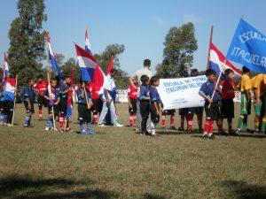 As crianças da Escuela de Fútbol de Itacurubí del Rosário