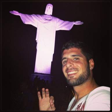 No Rio de Janeiro, achou OK a estátua do Cristo Redentor.