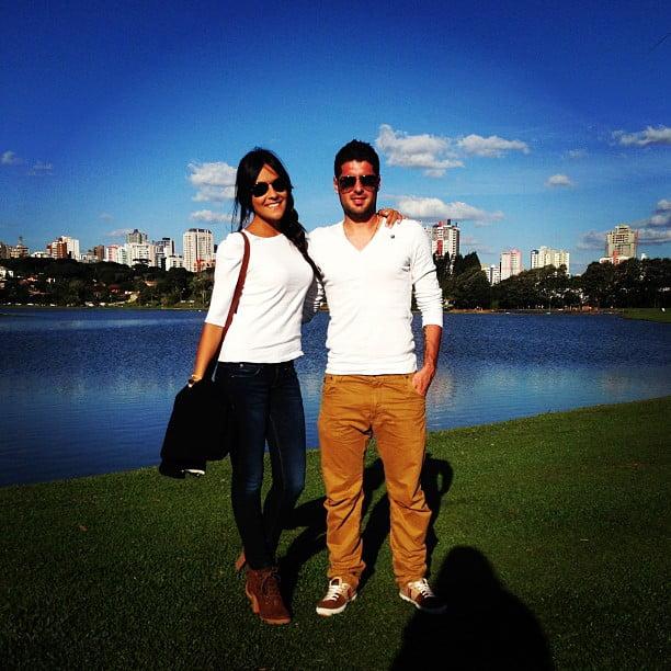 ... e da namorada, com quem passeou nos parques de Curitiba.