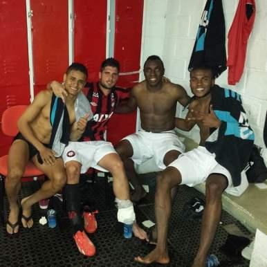 Manoel e Marcelo também eram do grupo. E dá-lhe foto no vestiário.