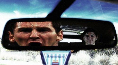 Besic perseguiu Messi até virar meme