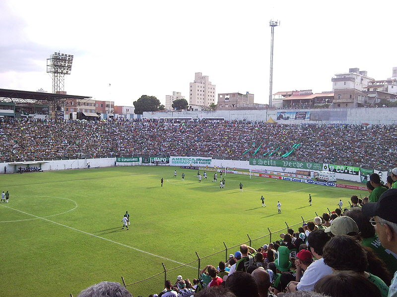 O Estádio Independência antes da última grande reforma (Crédito: Wikipedia)