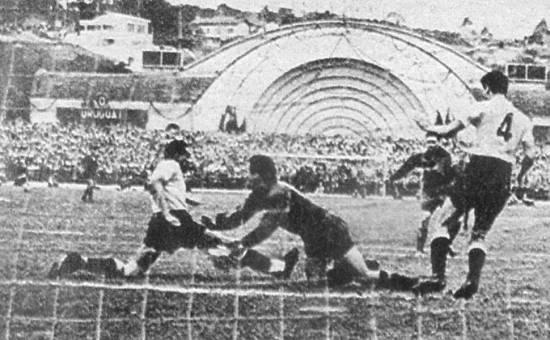 Ainda com a famosa Concha Acústica, o Pacaembu recebeu seis jogos da Copa de 50, incluindo Brasil 2 x 2 Suíça na primeira fase