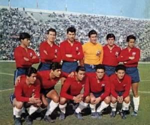 Seleção chilena estreou no Mundiial com tarja preta abaixo do escudo