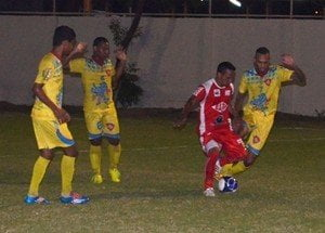 Jogadores do GAS, de uniforme amarelo (Crédito:  Nailson Wapichana/Globo Esporte.com)