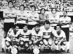 O time-base do Coritiba em 1971 tinha Célio, Hermes, Pescuma, Piloto (Cláudio) e Nilo; Hidalgo e Renatinho; Reinaldinho, Leocádio, Zé Roberto e Rinaldo (Crédito: Coritiba FC/Divulgação)
