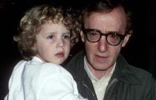 «Abusò di me», la figliastra di Woody Allen ribadisce le accuse di violenza sessuale contro il famoso regista americano