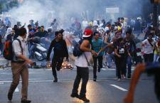 Continua la violenza in Venezuela. Altri 8 morti. Organizzate nuove manifestazioni contro il Governo Maduro