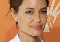 Il fenomeno della ricerca genetica e delle rimozioni di seni ed ovie dopo le dichiarazioni della Jolie. Grandi dubbi ed inviti alla cautela