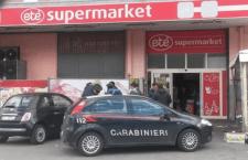 """Due carabinieri i rapinatori di un supermercato di Napoli. Il """"colpo"""", finito male. ha provocato una vittima e dieci feriti"""