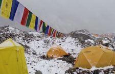 Drammatico video della valanga che ha colpito il campo base sull'Everest