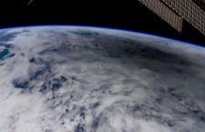 L'ombra della Luna in movimento sulla Terra durante un'eclissi.