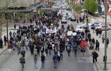 Nuove proteste a Baltimora per nero morto dopo un arresto immotivato