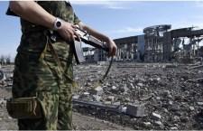 Kiev denuncia che i russi hanno ucciso sei soldati ucraini e lasciato assaltare la propria ambasciata a Mosca