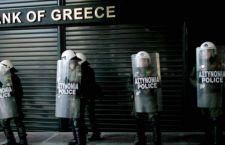 Banche greche restano chiuse fino a lunedì in attesa dell'Europa. Rassicurati i turisti