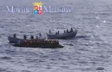 Migranti: salvati 4.343 nelle acque della Libia. Ai ferri corti Croazia e Ungheria. Onu: si alla guerra agli scafisti