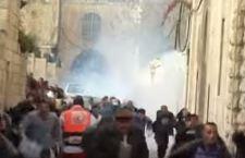 Gerusalemme: polizia israeliana irrompe nella spianata delle moschee. Scontri con i palestinesi