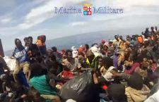 Migranti: altri otto morti su un gommone al largo della Libia. 7 le donne senza vita. Salvi in 112