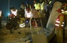 Pakistan: 17 morti per crollo di una fabbrica a Lahore. Decine i sepolti