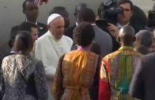 Il Papa arriva in Africa. Non ho paura di attentati, ma delle zanzare