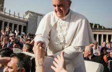 Papa vola in Toscana per una giornata tra Prato e Firenze. Atteso bagno di folla