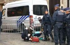 Bruxelles: vasta operazione nel centro città che resta in stato d'assedio
