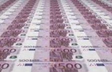 Incredibile a Vienna: si getta nel Danubio per raccogliere 100 mila euro in banconote a mollo