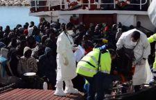 Migranti: altro naufragio. 15 dispersi. 454 portati in Sicilia