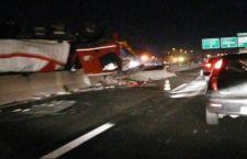 Toscana: due sorelline muoiono nell'auto incastrata sotto camion