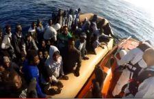 Migranti: salvati in 246. Altri 25 trovati morti asfissiati
