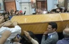 Cairo: rabbia dei copti per i 25 morti in chiesa
