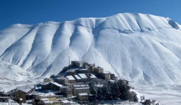 Castelluccio di Norcia sotto la neve