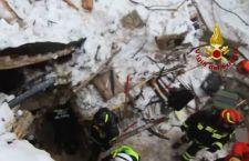 Salgono a 18 i morti di Rigopiano. Si continua a scavare