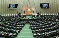 Iran: armato spara alle guardie del Parlamento